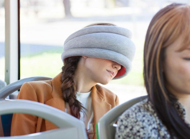 ostrich-pillow-light-portable-pillow-for-public-napping-designboom-02