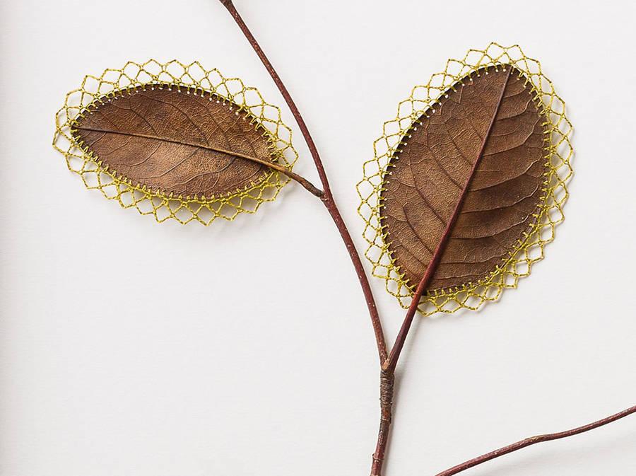 leaves 9 ...